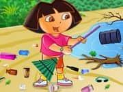 Ecofreak Dora Cleaning Beach
